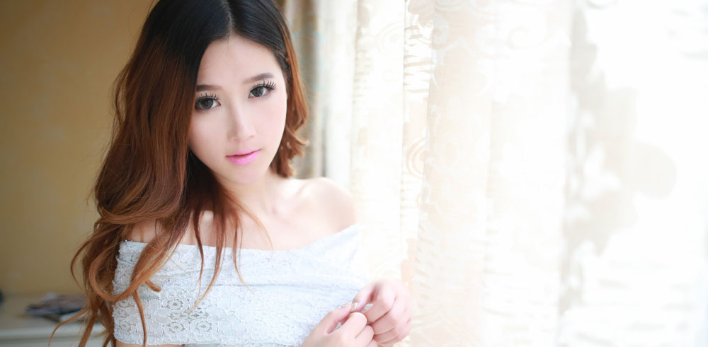 A Korean masseuse stood up in a white dress
