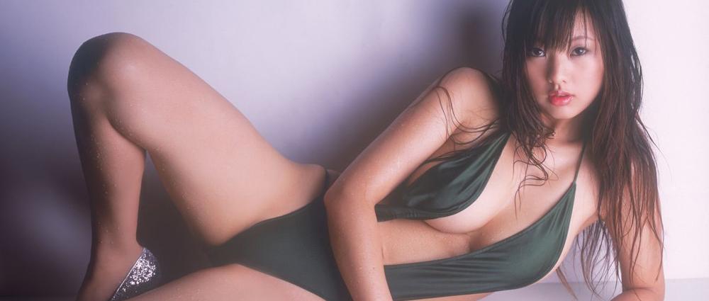 An Asian massage therapist lay on the floor in green swimwear