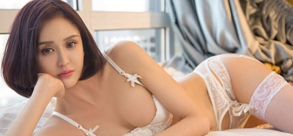 Chinese masseuse lay down in sexy white underwear and based close to the Radisson Blu Edwardian, Heathrow Hotel for an Asian massage