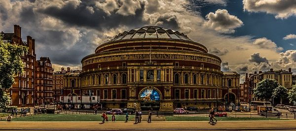Outside the Royal Albert Hall one of our Asian massage professionals can meet you for a mind-blowing massage